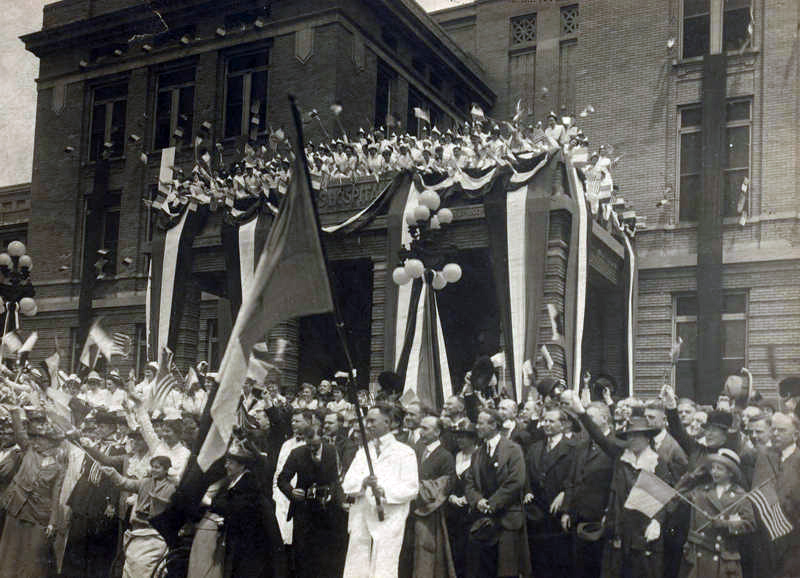A celebration for Base Hospital 21 in front of Barnes Hospital on May 7, 1917.
