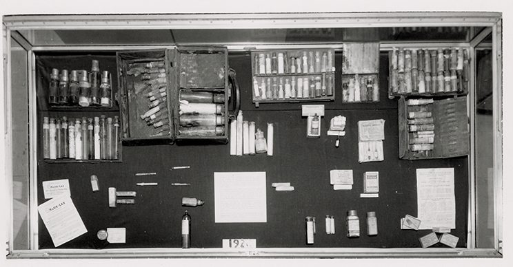 1962 WUSM library display of doctor's bags